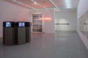 Nil Yalter : des images et des mots pour dire les maux - AWARE Artistes femmes / women artists