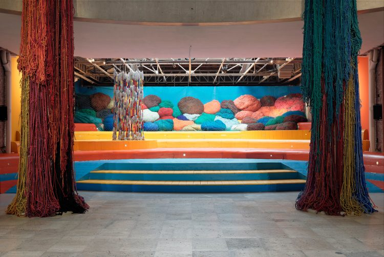 Sheila Hicks — AWARE Women artists / Femmes artistes