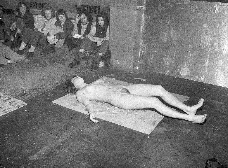 VALIE EXPORT : Image et espace du corps - AWARE Artistes femmes / women artists