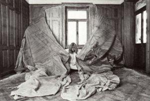 Les chambres de Heidi Bucher : entre empreinte poétique et empreinte sociale post-68 - AWARE Artistes femmes / women artists