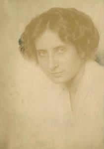 Olga  Máté — AWARE Women artists / Femmes artistes