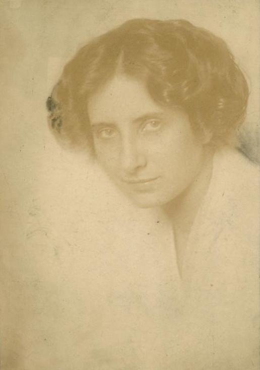 Olga  Máté - AWARE