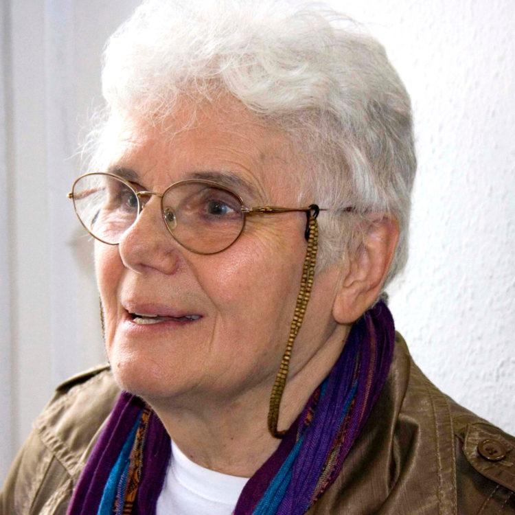 Ilona Keserű - AWARE