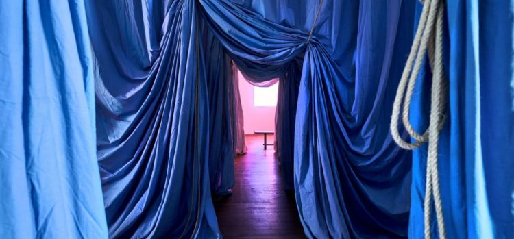 Ulla von Brandenburg, Le milieu est bleu - AWARE